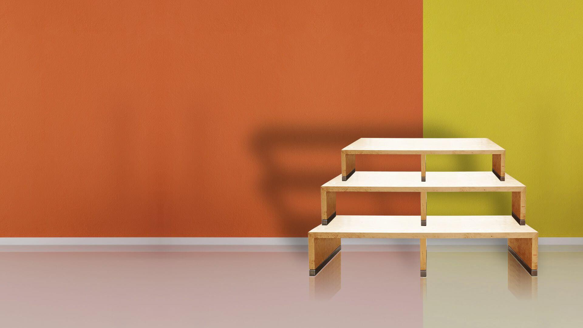 Tarimas para eventos sobre fondo naranja y verde